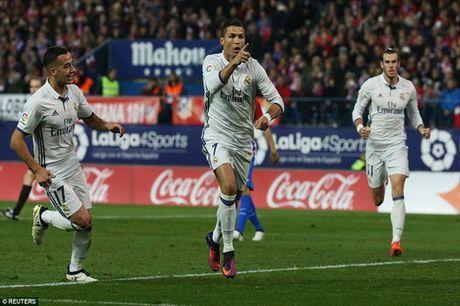 Ronaldo lap hat-trick, nhan chim Atletico Madrid - Anh 5