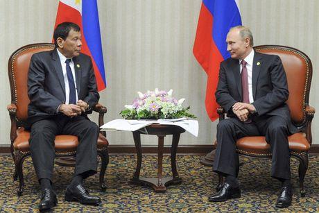 """Tong thong Duterte gap """"than tuong"""" Putin - Anh 1"""