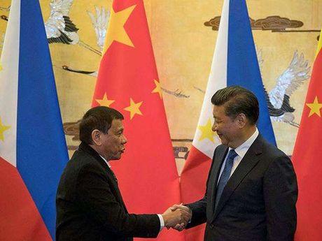 """Tong thong Duterte gap """"than tuong"""" Putin - Anh 2"""