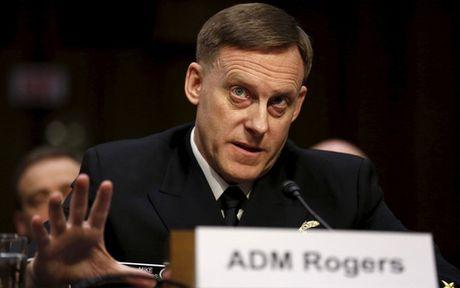 Vi tri lung lay, giam doc NSA cau cuu ong Trump? - Anh 1