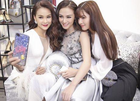 Sao Viet 20/11: Miu Le dang yeu nhu bup be, Chau Bui gui 1001 bieu cam cho ban trai - Anh 1