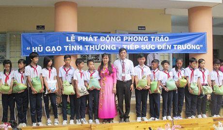 Hu gao tinh thuong nang buoc hoc tro ngheo - Anh 1