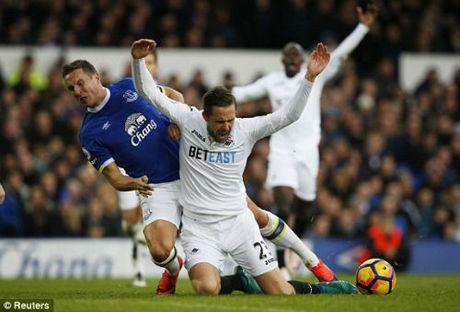 Everton - Swansea City: Dao chieu phut cuoi - Anh 1