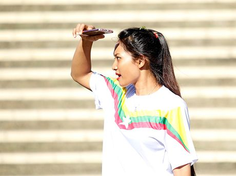 """Fan nu Viet Nam & Myanmar """"do sac"""" o dai chien AFF Cup - Anh 1"""