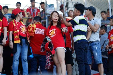 """Fan nu Viet Nam & Myanmar """"do sac"""" o dai chien AFF Cup - Anh 3"""