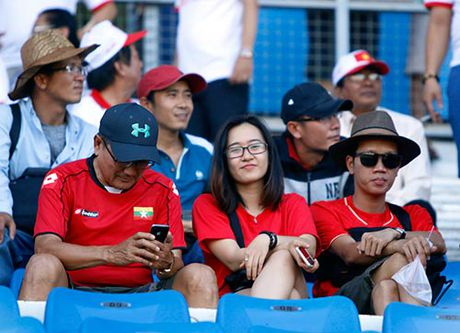 """Fan nu Viet Nam & Myanmar """"do sac"""" o dai chien AFF Cup - Anh 6"""