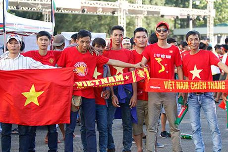 """Fan nu Viet Nam & Myanmar """"do sac"""" o dai chien AFF Cup - Anh 9"""