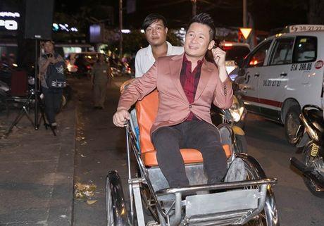 Bang Kieu mac vest ngoi xich lo, tiet lo khong tham gia ra mat phim moi - Anh 1