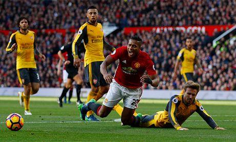 Mourinho than troi vi Man Utd qua den - Anh 2