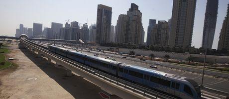Dubai ky thoa thuan xay tau Hyperloop di nhanh hon ca may bay - Anh 1