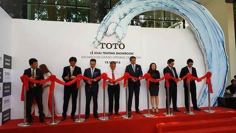 Toto truc tiep dieu hanh showroom dau tien tai TP HCM - Anh 1