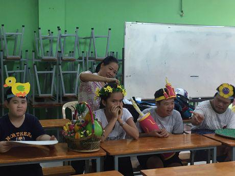 Xuc dong le 20/11 cua cac co giao o ngoi truong chuyen biet - Anh 1