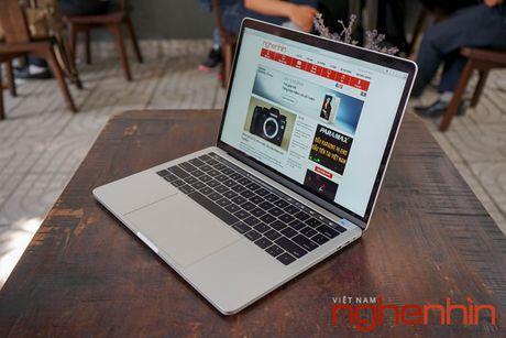 Can canh Macbook Pro 2016 co Touch Bar vua ve Viet Nam gia 43 trieu - Anh 10