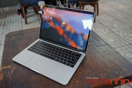 Can canh Macbook Pro 2016 co Touch Bar vua ve Viet Nam gia 43 trieu - Anh 3