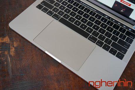 Can canh Macbook Pro 2016 co Touch Bar vua ve Viet Nam gia 43 trieu - Anh 5