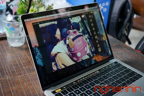 Can canh Macbook Pro 2016 co Touch Bar vua ve Viet Nam gia 43 trieu - Anh 9