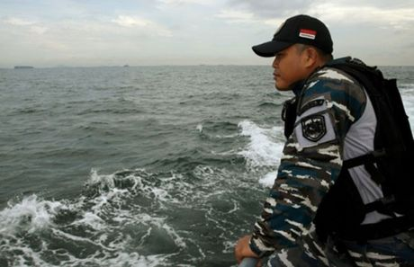 Tau Indonesia va cham tau cho hang Viet Nam, 15 nguoi mat tich - Anh 1