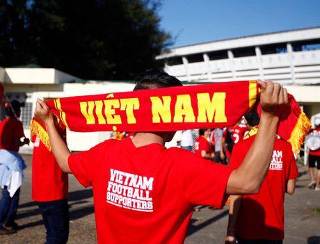 Chum anh: Khan gia Viet Nam san sang tiep suc cho thay tro Huu Thang - Anh 10