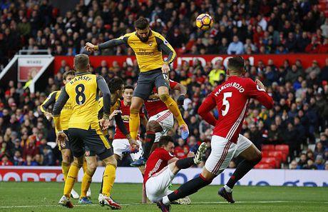 Giroud toa sang Arsenal tho phao phut 89 - Anh 1