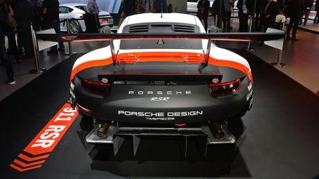 Porsche gioi thieu xe dua 911 RSR dong co dat giua - Anh 2
