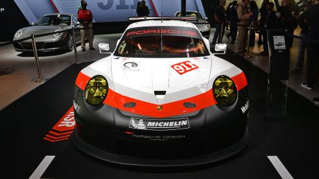 Porsche gioi thieu xe dua 911 RSR dong co dat giua - Anh 3