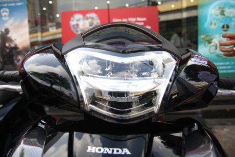 So sanh Honda SH 2017 va ban cu o Viet Nam - Anh 3