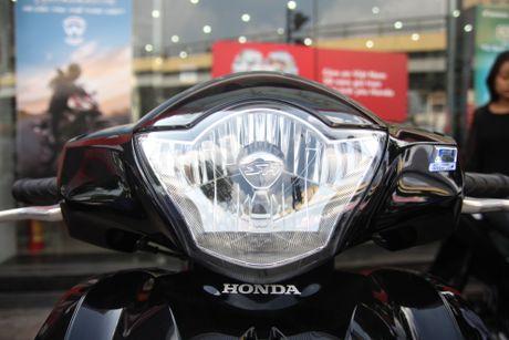 So sanh Honda SH 2017 va ban cu o Viet Nam - Anh 4