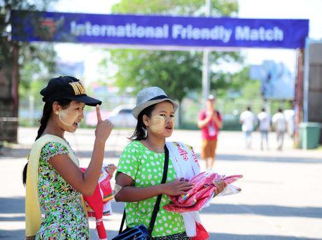 Myanmar vs Viet Nam: Co dong vien chu nha tu tap tu som - Anh 2