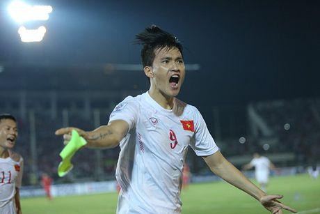 Cong Vinh bat khoc khi ghi ban thang thu 50 cho DT Viet Nam - Anh 1