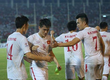 Cong Vinh bat khoc khi ghi ban thang thu 50 cho DT Viet Nam - Anh 3