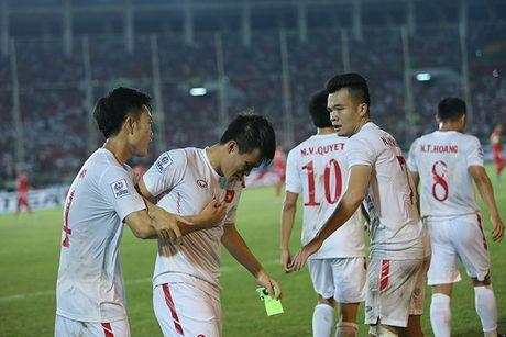 Cong Vinh bat khoc khi ghi ban thang thu 50 cho DT Viet Nam - Anh 4