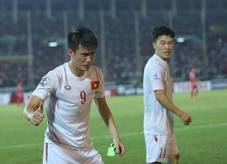 Cong Vinh bat khoc khi ghi ban thang thu 50 cho DT Viet Nam - Anh 6