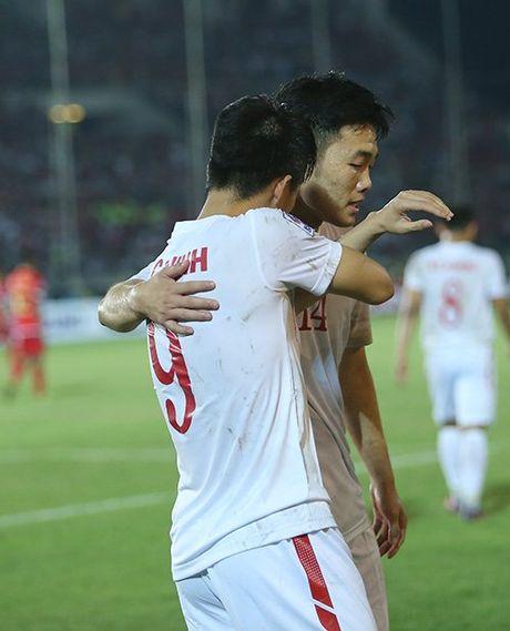 Cong Vinh bat khoc khi ghi ban thang thu 50 cho DT Viet Nam - Anh 7