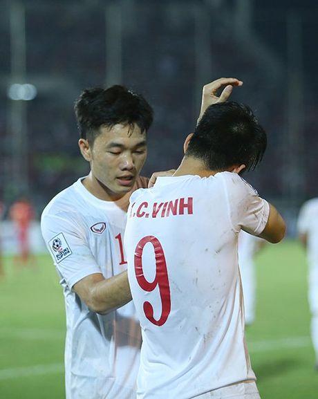Cong Vinh bat khoc khi ghi ban thang thu 50 cho DT Viet Nam - Anh 8