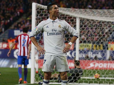 Ronaldo ap dao Messi o cuoc dua Bong Vang sau hat-trick ha Atletico Madrid - Anh 1