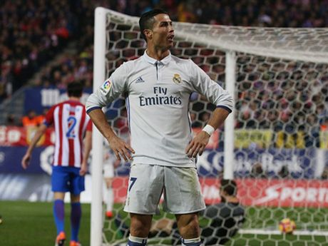 Ronaldo ap dao Messi o cuoc dua Bong Vang sau hat-trick ha Atletico Madrid - Anh 2