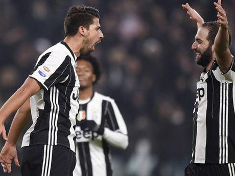 Juventus 3-0 Pescara: Juve thang de nhung Higuain '90 trieu' van mo nhat - Anh 1