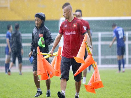 'Messi' Chan Vathanaka toa sang, Campuchia van thua Malaysia - Anh 1