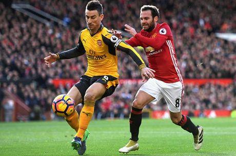 Cham diem MU 1-1 Arsenal: 'Nguoi hung' Giroud che mo 'bom tan' Pogba - Anh 17