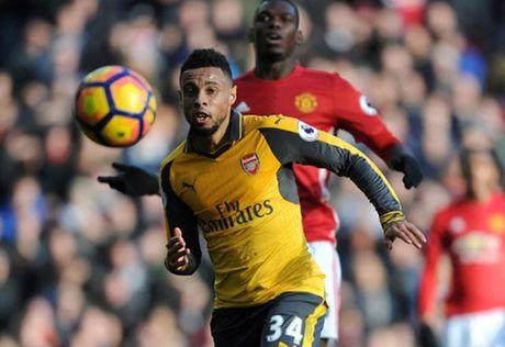 Cham diem MU 1-1 Arsenal: 'Nguoi hung' Giroud che mo 'bom tan' Pogba - Anh 19