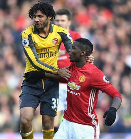 Cham diem MU 1-1 Arsenal: 'Nguoi hung' Giroud che mo 'bom tan' Pogba - Anh 20