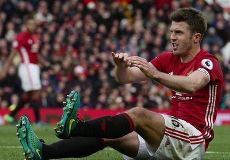 Cham diem MU 1-1 Arsenal: 'Nguoi hung' Giroud che mo 'bom tan' Pogba - Anh 7