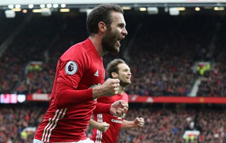 Cham diem MU 1-1 Arsenal: 'Nguoi hung' Giroud che mo 'bom tan' Pogba - Anh 9