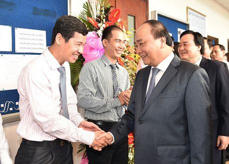 Hinh anh: Thu tuong tham quan DH Quoc gia TPHCM bang xe khach - Anh 1