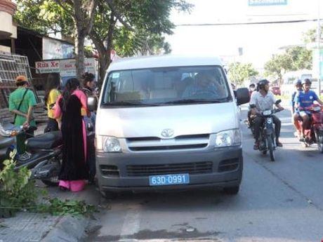 Cong an cho dan muon xe ruoc dau: Hop tinh thi lam - Anh 1