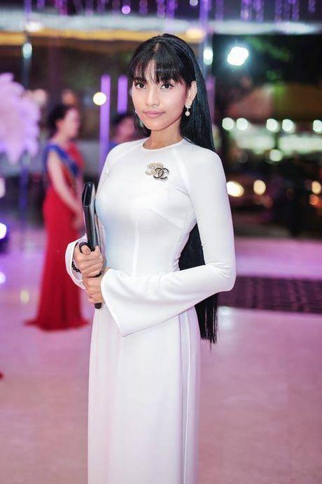 Truong Thi May rang ro cham thi 'Hoa hau giao vien' - Anh 1