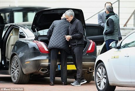Mourinho duoc 'nguoi dac biet' dong vien sau tran hoa Arsenal - Anh 1