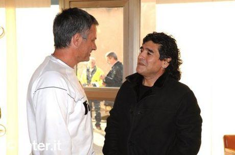 Mourinho duoc 'nguoi dac biet' dong vien sau tran hoa Arsenal - Anh 2