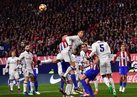 Sau vong 12 La Liga: Real but toc, gach ten Atletico - Anh 1