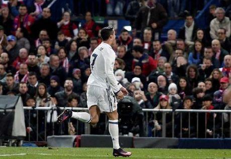 'Messi thien tai nhung Ronaldo xung dang nhan bong vang' - Anh 1